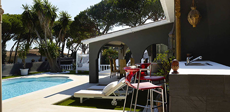 poolside image detached beachside villa in Cabopino