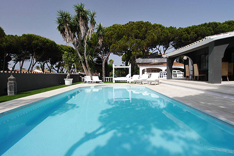 main image of detached beachside villa in Cabopino