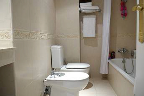 house for sale in cabopino bathroom image