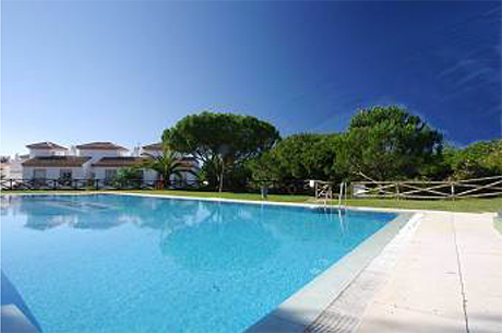 swimming pool house for sale in cabopino