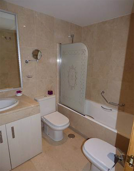 2 bed ground floor apartment for sale | Granados de cabopino bathroom