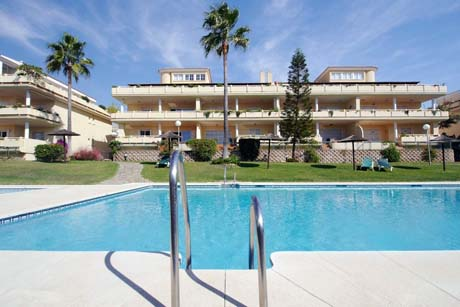 las mimosas del golf cabopino middle floor apartment swimming pool