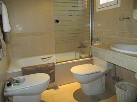 Lomas de cabopino | 3 bed corner townhouse for sale bathroom