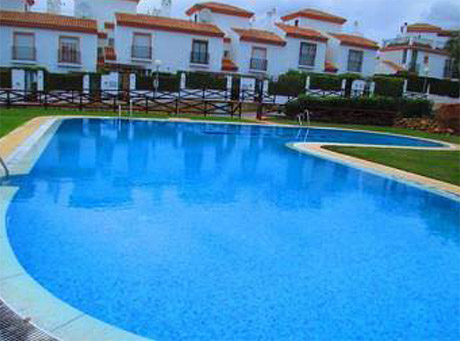 Lomas de cabopino | 3 bed corner townhouse for sale swimming pool
