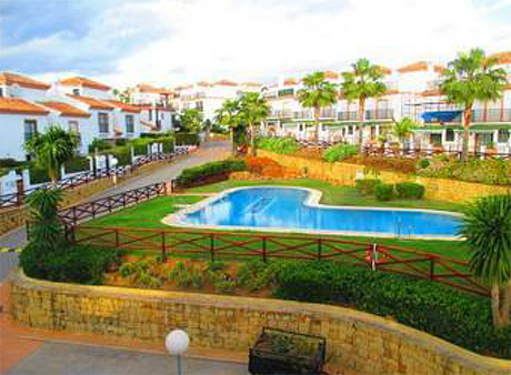 Lomas de cabopino | 3 bed corner townhouse for sale view to swimming pool