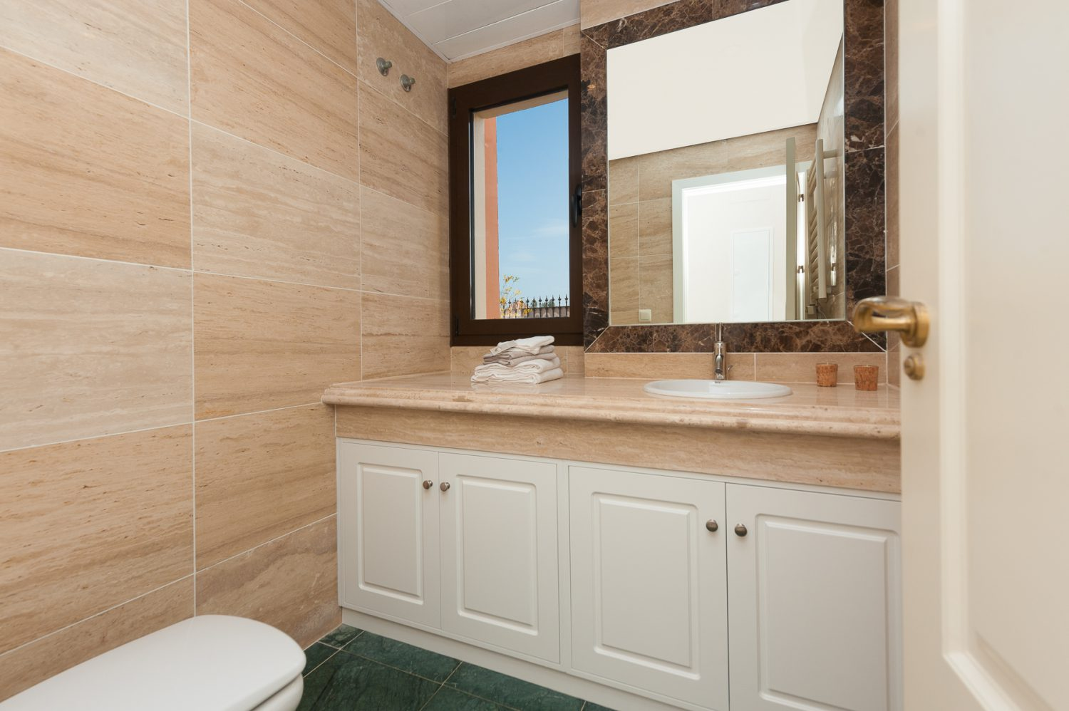 bathroom image  new golf villas near Marbella