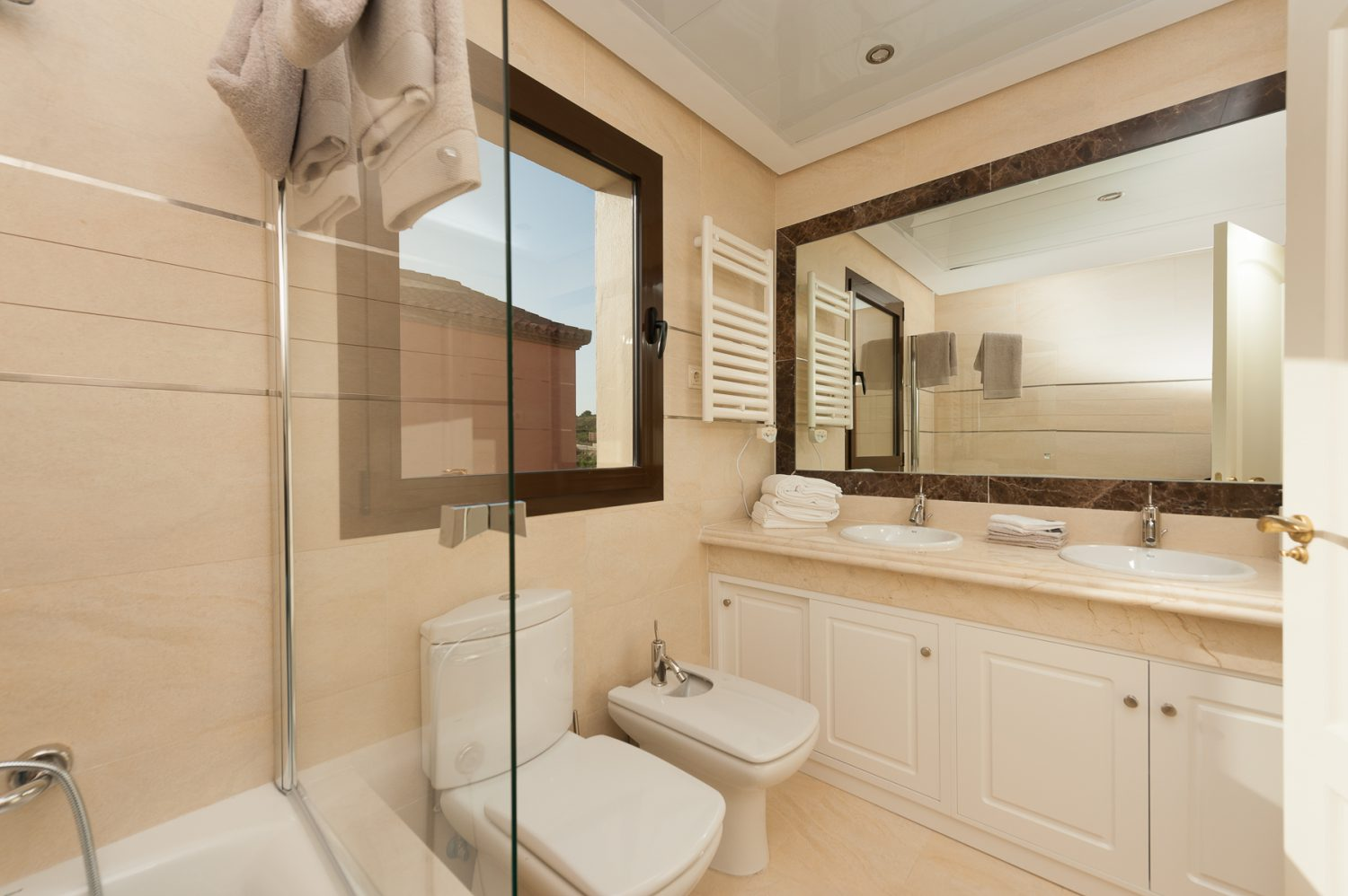 bathroom 1 image  new golf villas near Marbella