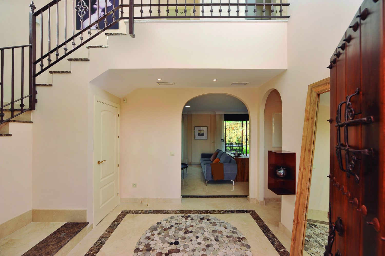 entrance hall  new golf villas near Marbella