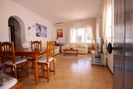 living room flat in cabopino marina