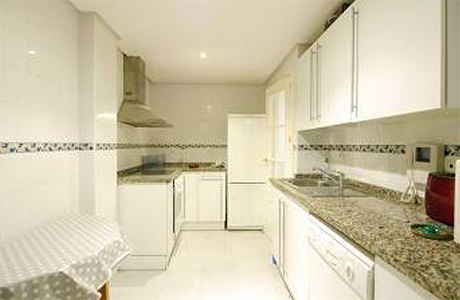 Ground Floor Apartment for sale Saint Andrews | Cabopino Marbella kitchen